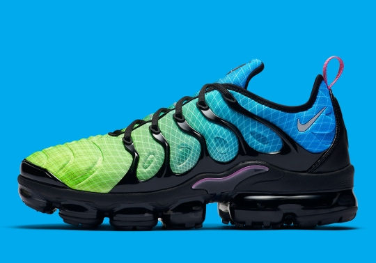 Nike Adds The OG Grid Detail To This Colorful Vapormax Plus