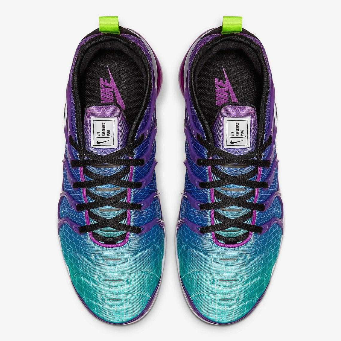 nike vapormax plus hyper violet