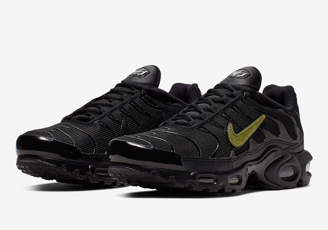 air max plus tn black metallic gold