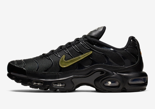new arrival ba5e0 8d045 This Nike Air Max Plus Features Removable Swoosh Logos