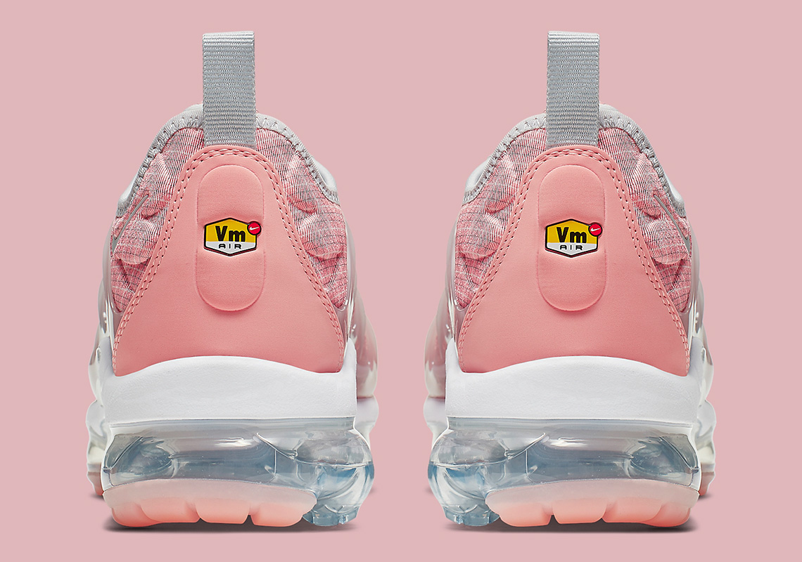 timeless design c30c9 7909c The Nike Vapormax Plus Outfits In Gridded Pink Uppers - Welcome