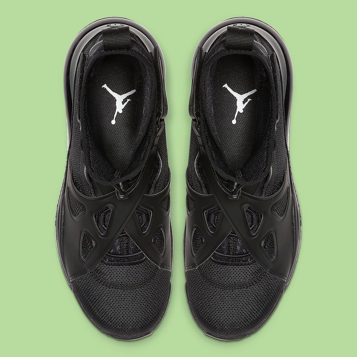 Jordan Air Latitude 720 Triple Black (W)