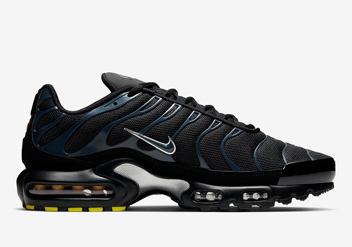 online retailer 3b89c eb845 The Nike Air Max Plus Returns With Stealthy Midnight Teal ...