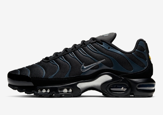 The Nike Air Max Plus Returns With Stealthy Midnight Teal Theme