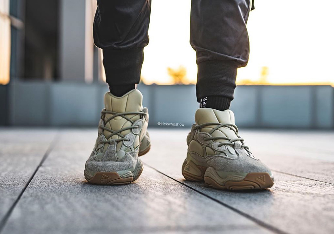 pasillo Lengua macarrónica Lanzamiento  Detailed On-Foot Look At The adidas Yeezy 500
