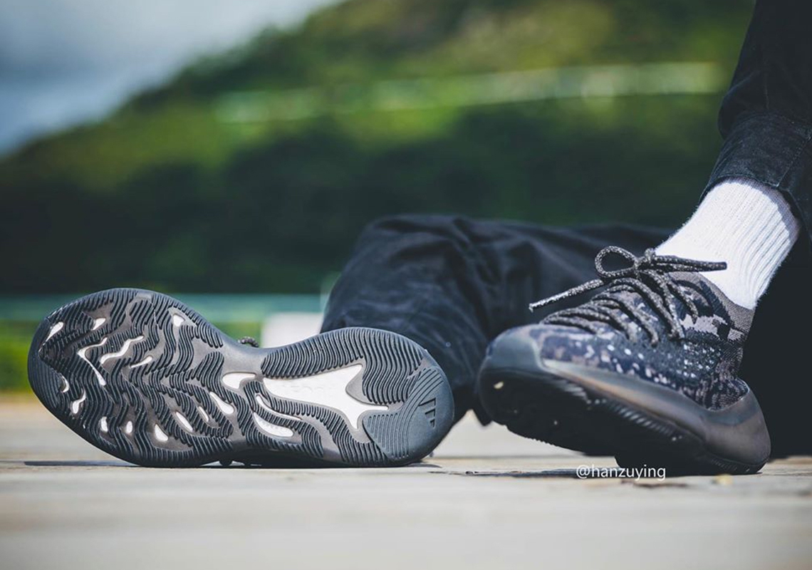adidas yeezy boost 350 v3 black