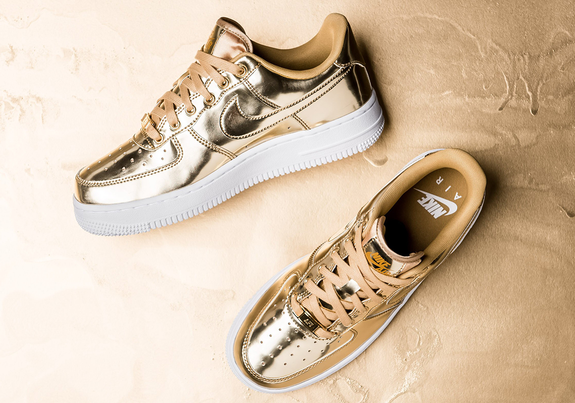 "Detailed Look At The Nike Air Force 1 SP ""Liquid Gold"""