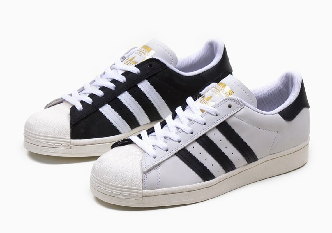 Corbata Acumulativo perderse  The Iconic White and Black adidas Superstar Combine Into One Split-Colored  Release - SneakerNews.com