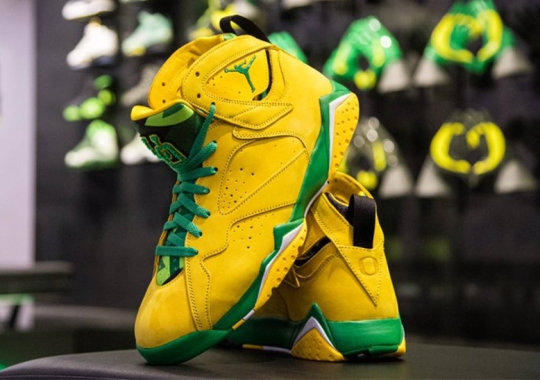 Oregon Ducks Football Reveals An Air Jordan 7 PE
