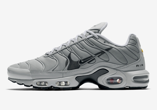 The Nike Air Max Plus Continues With The Double-Swoosh Trend