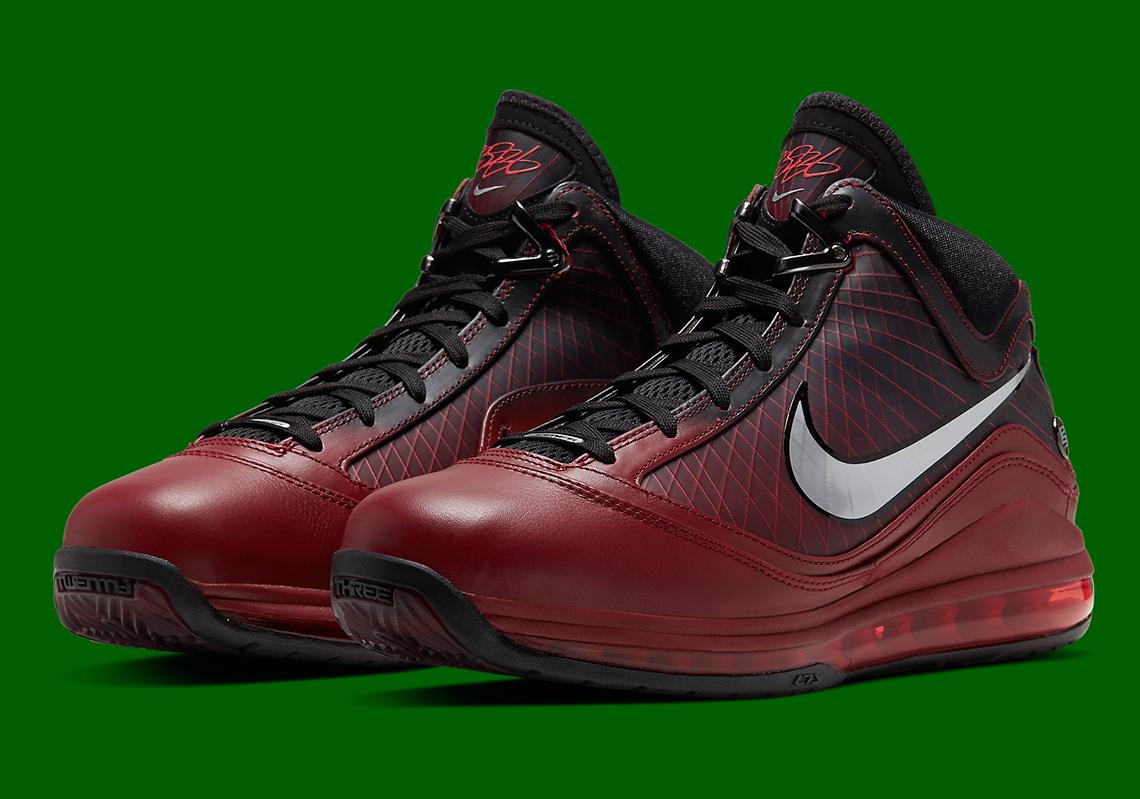 Nike LeBron 7 Christmas CU5133-600 | SneakerNews.com
