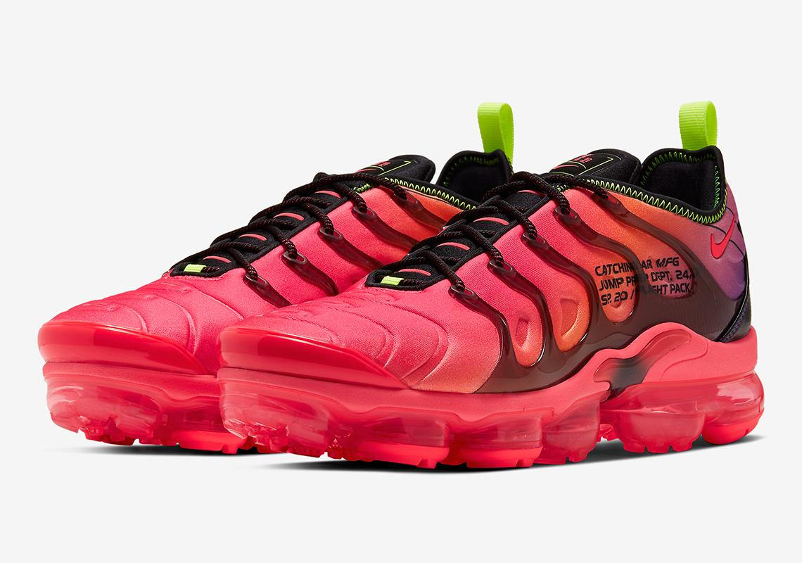 pink air vapormax plus