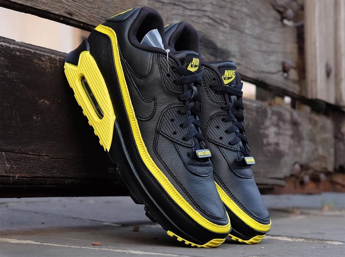 Undefeated Air Max 90 Black Anthracite On Feet And Lace Swap