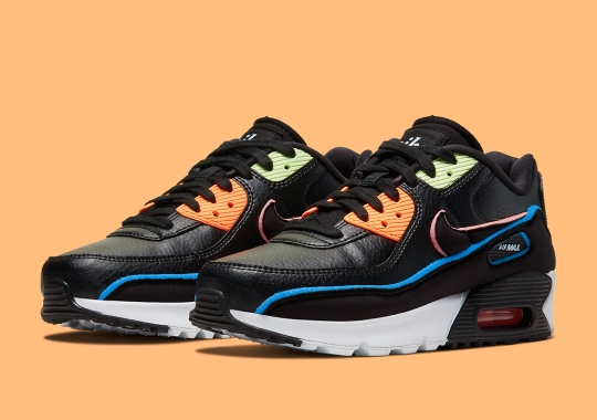 This Nike Air Max 90 SE For Kids Exposes Spongy Underlays