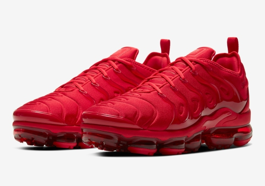 "The Nike Vapormax Plus Goes ""Triple Red"" Ahead Of Valentine's Day"