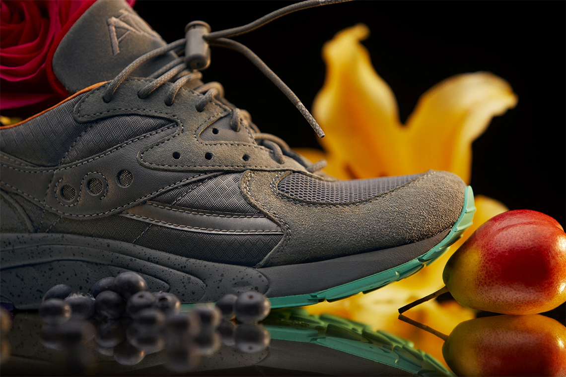 Raise By Wolves Saucony AYA |