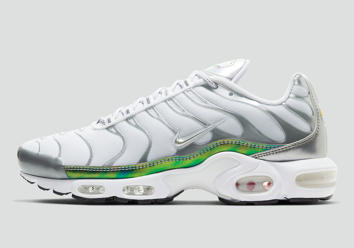 Nike Air Max Plus CW2646-100 | SneakerNews.com