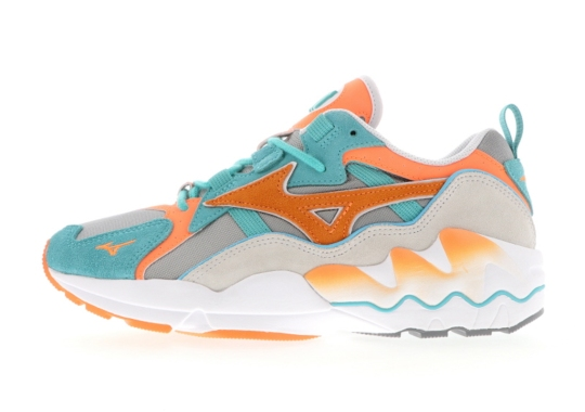 The Mizuno Wave Rider 1 Adapts Miami-Friendly Colors