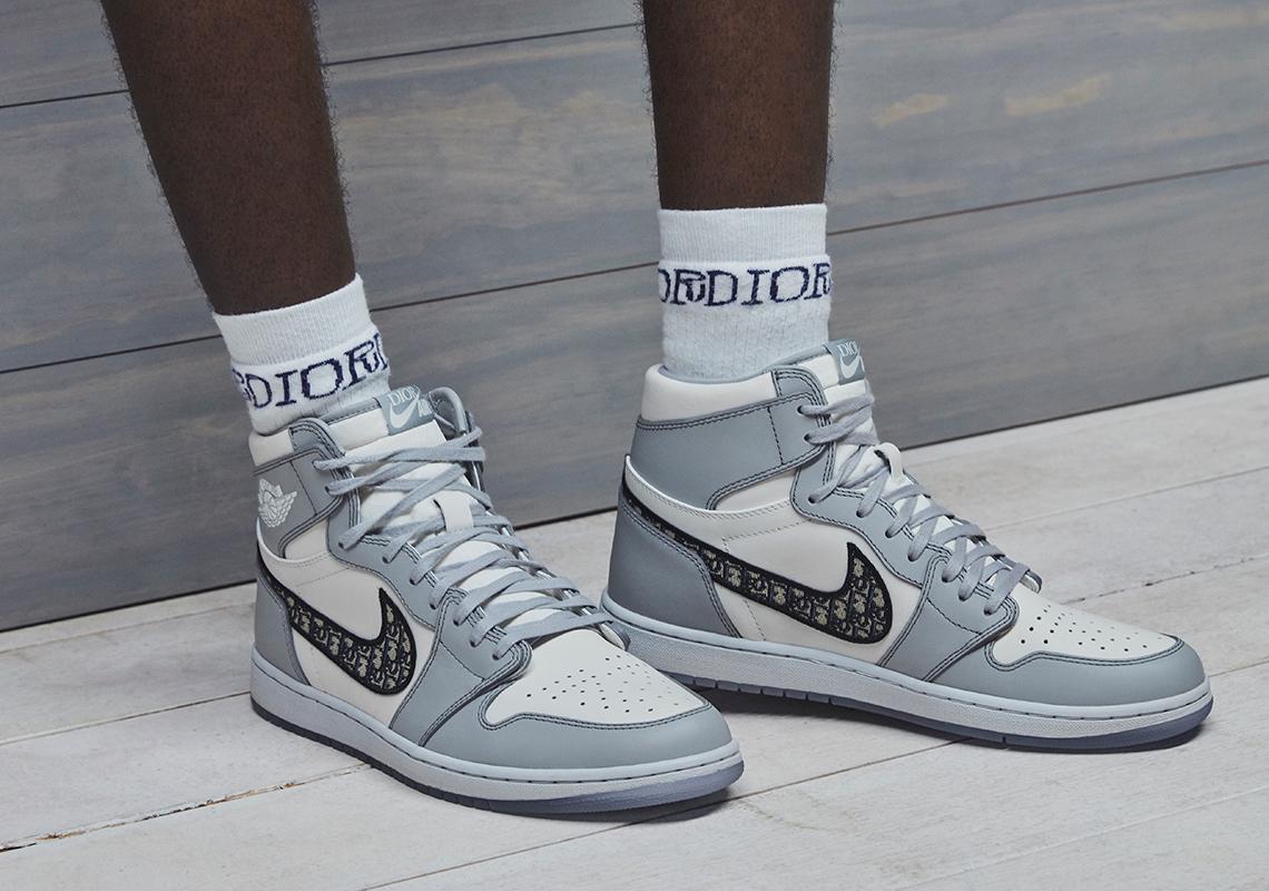 How To Buy AIR DIOR Jordan 1 Shoes