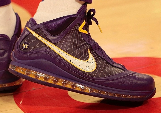 "LeBron James Debuts Another Alternate Nike LeBron 7 ""Lakers"" PE"