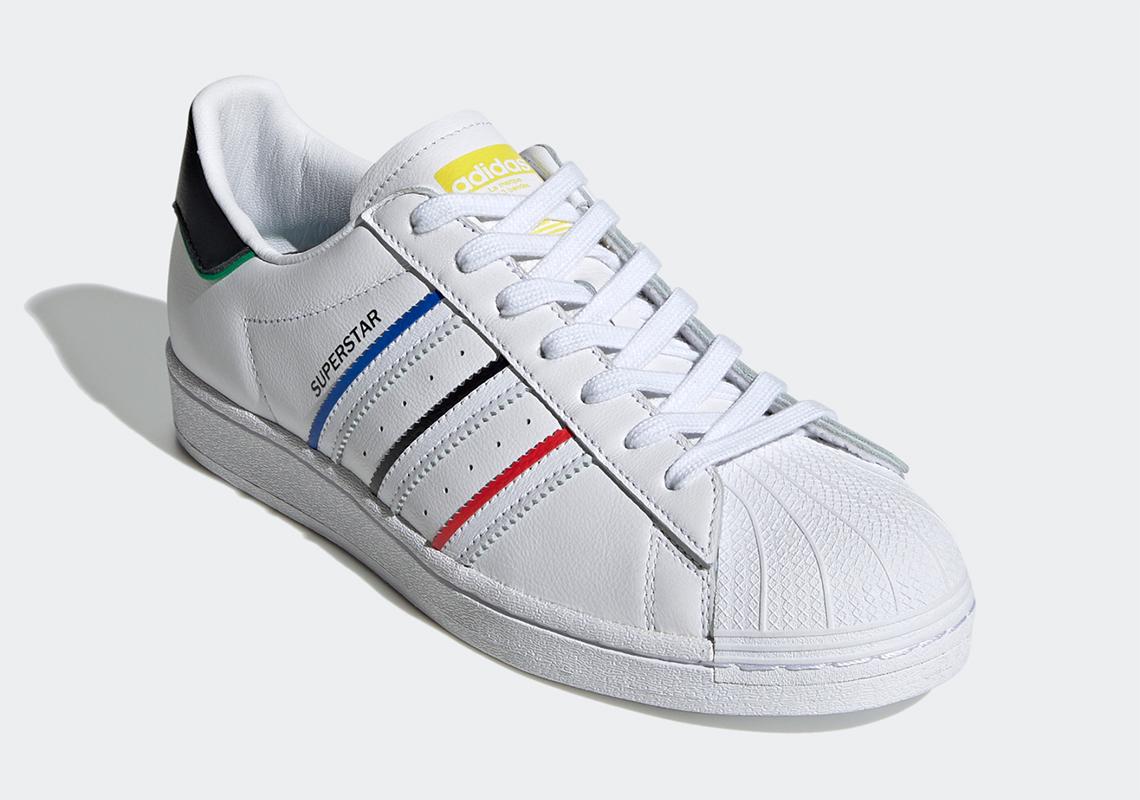 extremidades Aclarar Mejora  adidas Superstar White Multi-Color FY2325   SneakerNews.com
