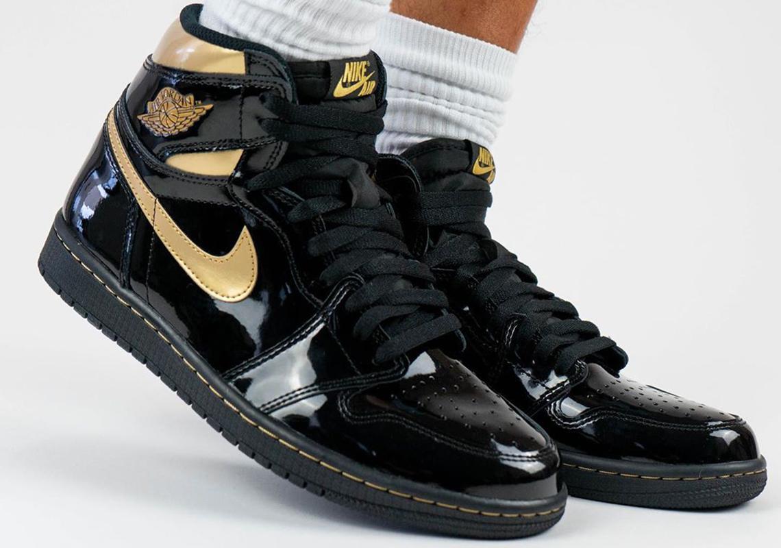 Air Jordan 1 Black Metallic Gold 555088