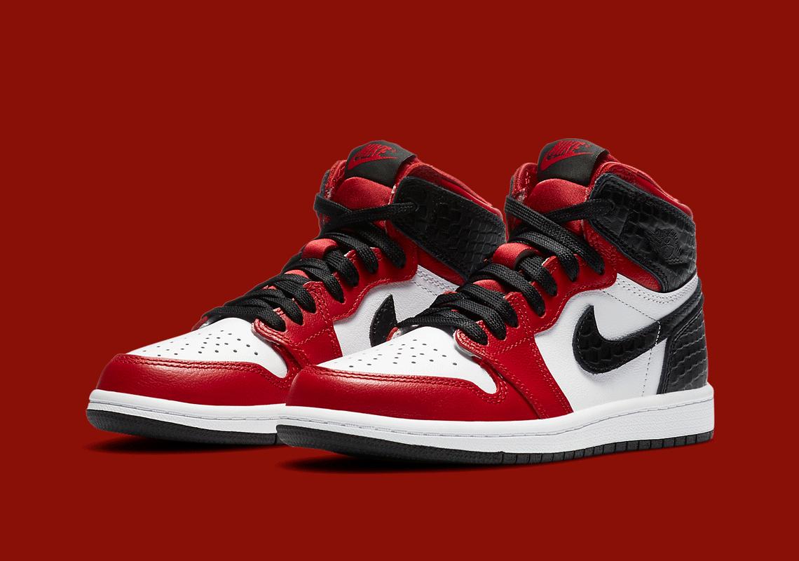 varilla moderadamente perdonar  Air Jordan 1 High OG Satin Red Release Date | SneakerNews.com