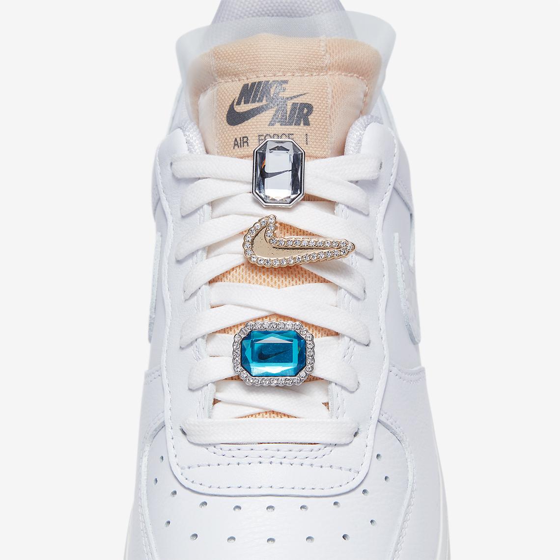 otoño Fiel Capitán Brie  Nike Air Force 1 Low Bling CZ8101-100 | SneakerNews.com