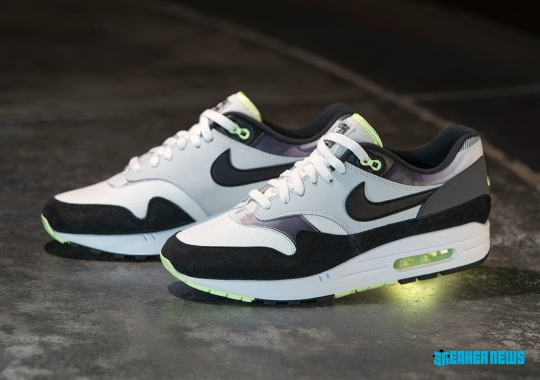 "Nike And Foot Locker Add Two Early Air Max Classics To The ""Remix"" Pack"