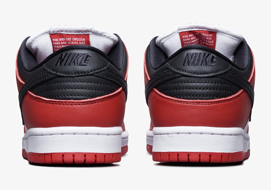 Nike SB Dunk Low 'Chicago' behind