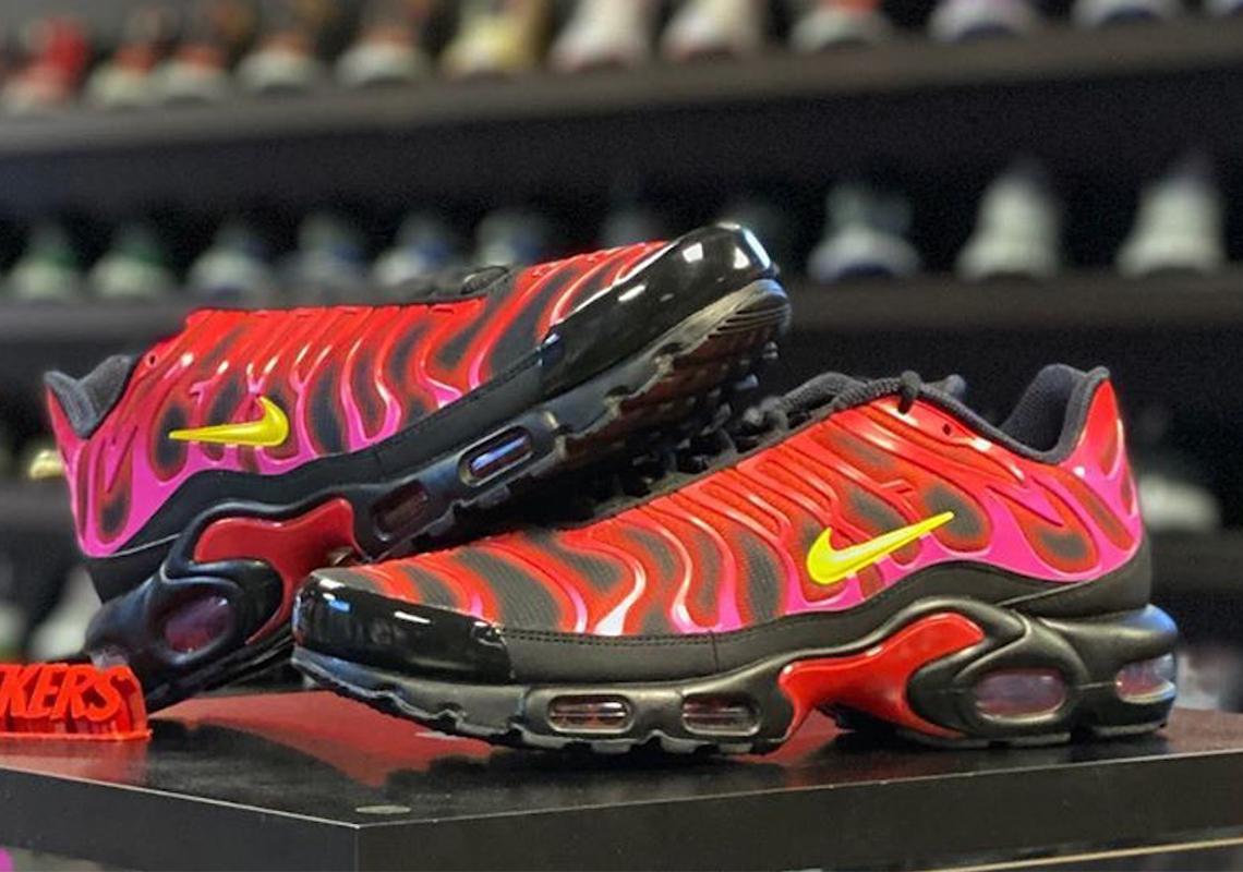 Supreme Nike Air Max Plus Red 2020 DA1472-600 | SneakerNews.com