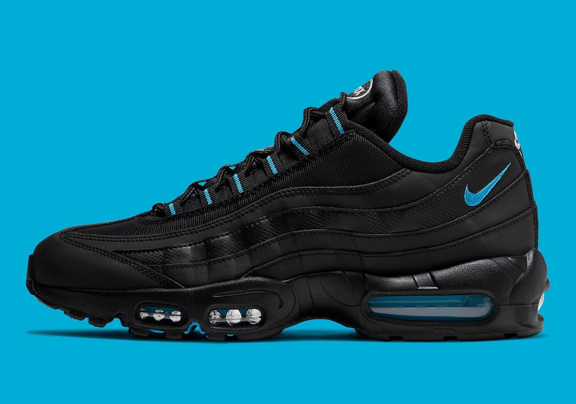black air maxes 95