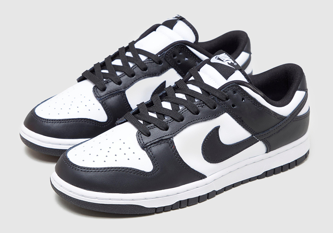 yeso vestir Impuro  Nike Dunk Low Retro Black White 2021 Release Date | SneakerNews.com