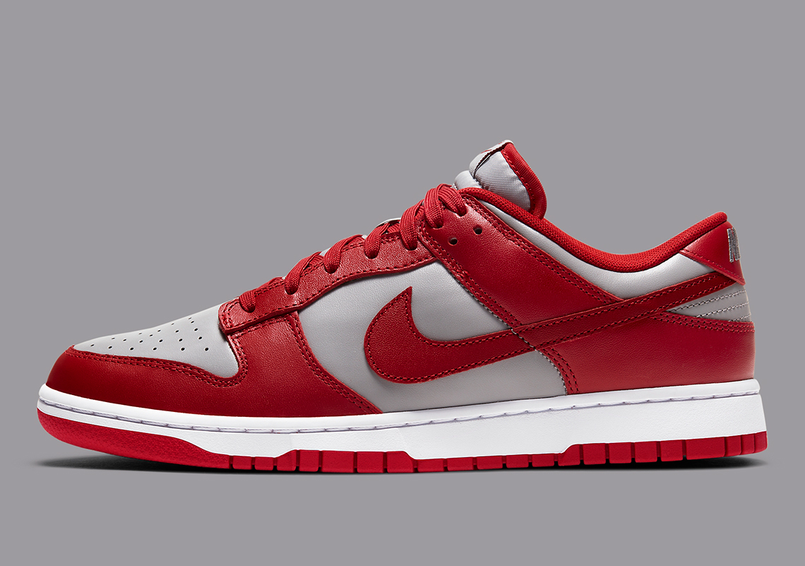 Ups Murmullo Masaccio  Nike Dunk Low UNLV Medium Grey Varsity Red Release Date | SneakerNews.com