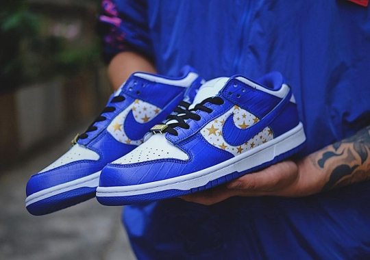"Detailed Look At The Supreme x Nike SB Dunk Low ""Hyper Royal"""