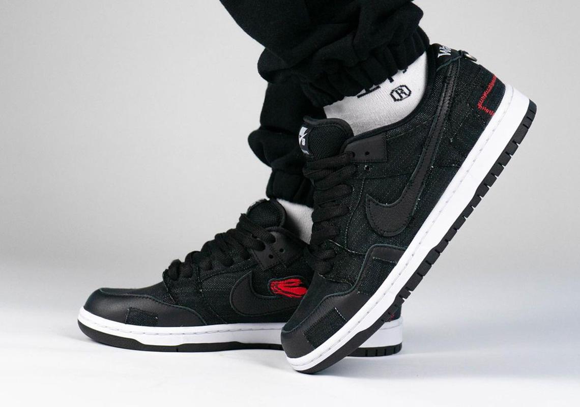 A Detailed Look at the Air Jordan 1 Retro High OG Black