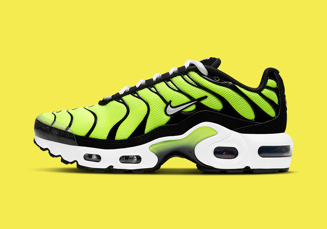 """A New Kids' Nike Air Max Plus Gets Dipped In Zesty """"Hot Lime"""""""