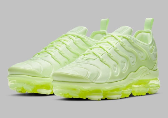 """The Nike Vapormax Plus Adopts A Complete """"Barely Volt"""" Look"""