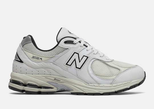 """This New Balance 2002R Leans Into The """"Dad"""" Shoe Fad"""