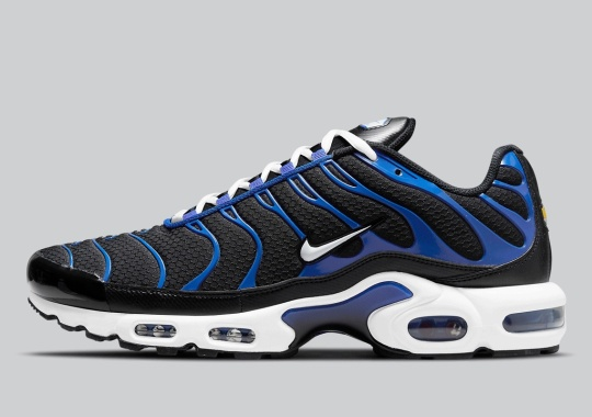 """A Classic """"Black"""" And """"Royal"""" Look Lands On The Nike Air Max Plus"""