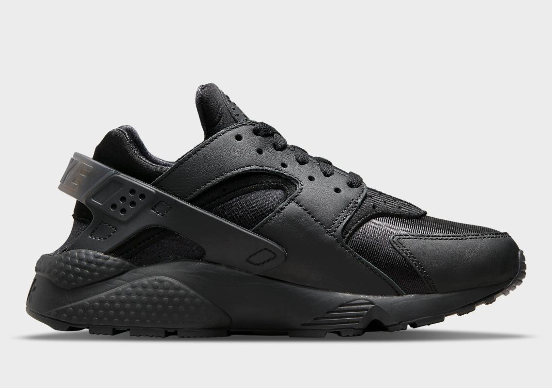 Nike Air Huarache Triple-Black DH4439-001 | SneakerNews.com