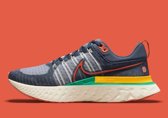 """The Nike React Infinity Run 2 Flyknit """"72"""" Pairs Shades Of Navy With Retro Flair"""