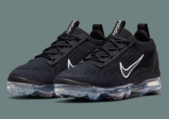 Specks Of Color Appear On This Black Nike Vapormax Flyknit 2021
