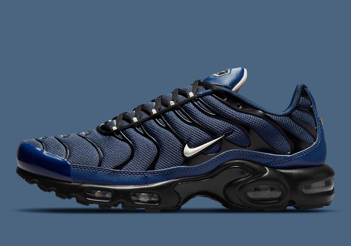 Nike Air Max Plus Midnight Navy Black DC6094-400 | SneakerNews.com