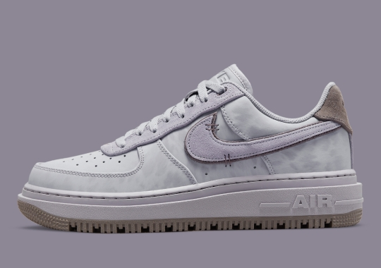 """This Nike Air Force 1 Low Luxe Achieves A Purple """"Dip Dye"""" Look"""
