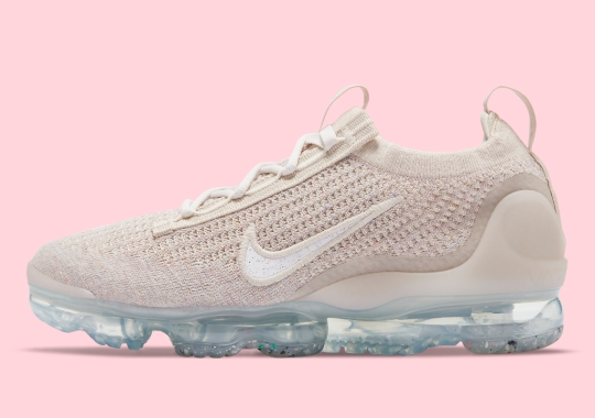 """The Nike Vapormax Flyknit 2021 Opts For an All-""""Beige"""" Look"""